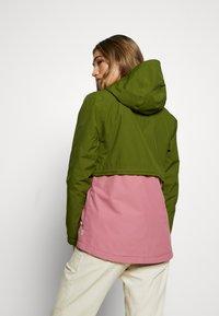 Burton - WOMEN'S NARRAWAY JACKET - Impermeable - pesto green/rosebud - 2