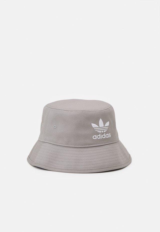BUCKET HAT UNISEX - Hat - solid grey/white