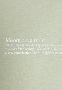 Opus - SERZ BLOOM - T-shirt z nadrukiem - pistachio - 2