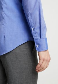 Seidensticker - SLIM FIT SPREAD KENT PATCH - Formal shirt - blue - 5