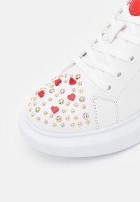 Love Moschino - Sneakersy niskie - bianco - 6