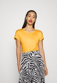 ONLY - ONLCARRIE CROSS BACK - Print T-shirt - golden spice - 0