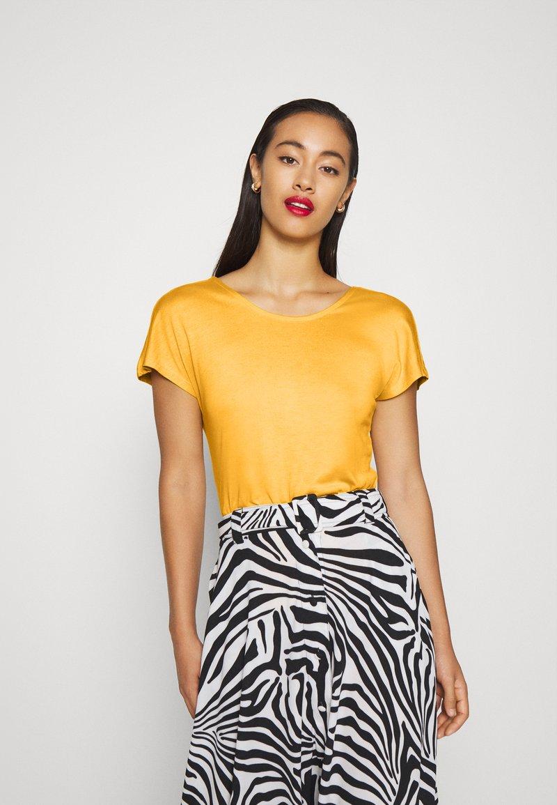ONLY - ONLCARRIE CROSS BACK - Print T-shirt - golden spice