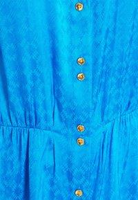 Pinko - DEGNO ABITO JACQUARD GEOMETRICO - Košilové šaty - light blue - 6