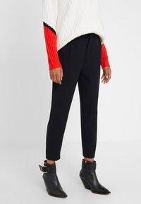 DRYKORN - FIND - Spodnie materiałowe - black - 0