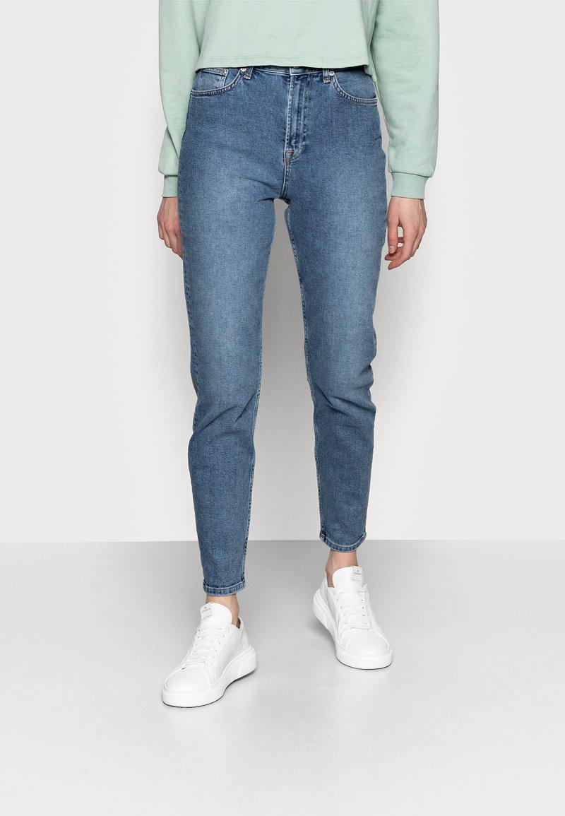 NA-KD Tall - MOM  - Jeans baggy - light blued