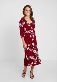 Lauren Ralph Lauren Petite - CARLYNA 3/4 SLEEVE DAY DRESS - Jerseyklänning - vibrant garnet/pink/multi - 2