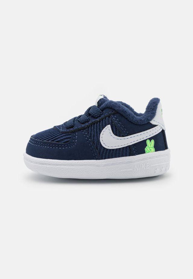 FORCE 1 CRIB UNISEX - Trainers - midnight navy/white/lime glow