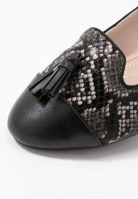 Dorothy Perkins - PALMA  - Scarpe senza lacci - brown/green - 2