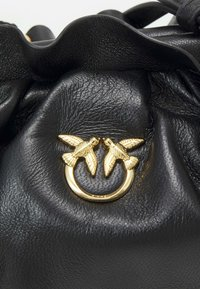 Pinko - MINI CHAIN FRAIMED CHAIN - Handbag - black - 6