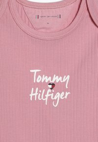 Tommy Hilfiger - BABY GIFTBOX 3 PACK - Baby gifts - pink - 6