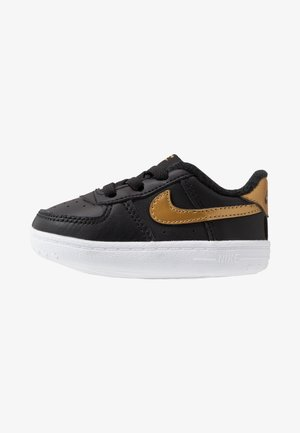 FORCE 1 CRIB - First shoes - black/metallic gold