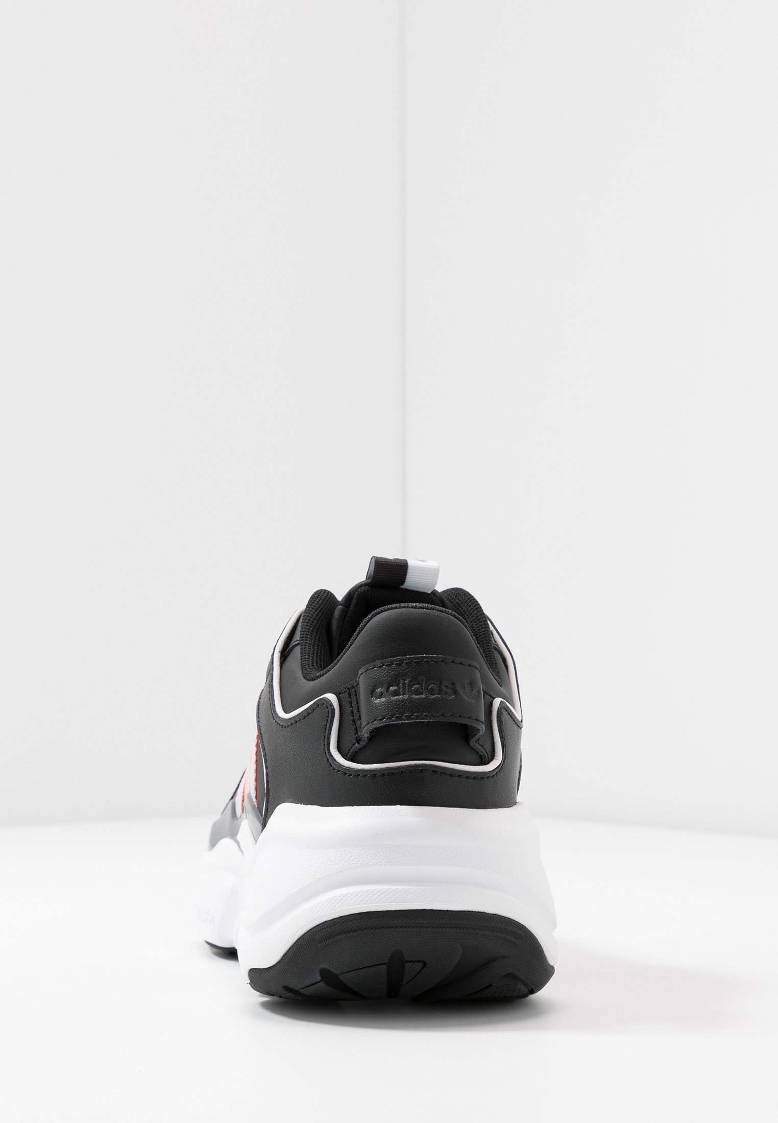 adidas Originals MAGMUR RUNNER - Baskets basses - core black/grey two/glow pink