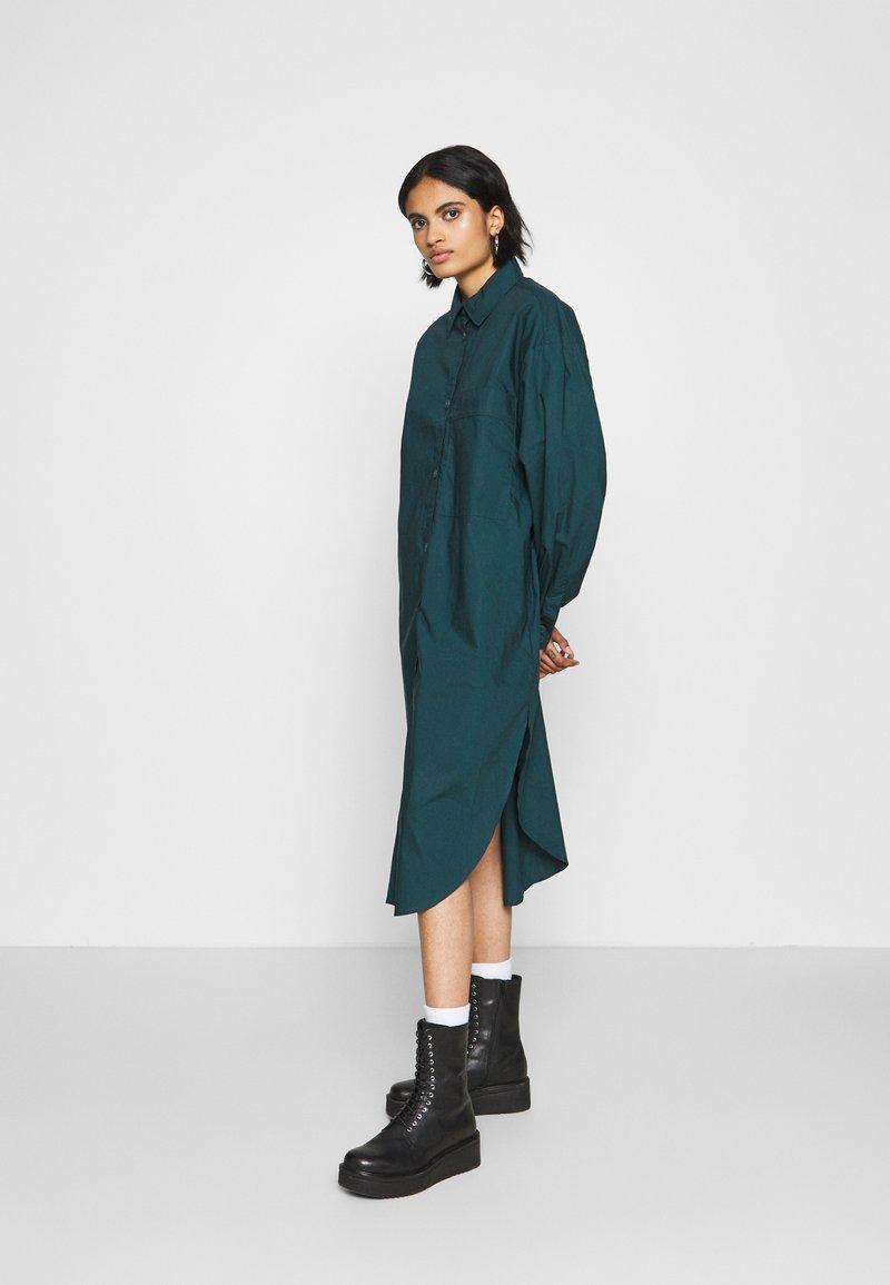 Monki - CAROL DRESS - Košilové šaty - dark green