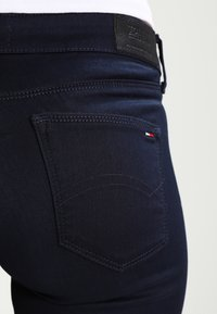Tommy Jeans - MID RISE SKINNY NORA - Jeans Skinny Fit - boogie blue - 4