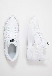 Nike Sportswear - PEGASUS '92 LITE - Matalavartiset tennarit - white/black - 0