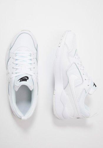 PEGASUS '92 LITE - Trainers - white/black