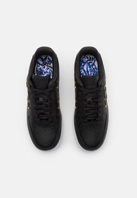 Nike Sportswear - AIR FORCE 1 - Baskets basses - black/metallic gold/hyper royal/white