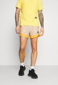 Nike Performance - TRAIL - Pantalón corto de deporte - solar flare/beach/black - 0