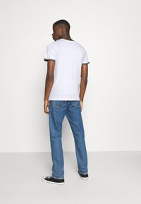 Jack & Jones - JCOCLEAN TEE CREW NECK - T-shirt print - white - 2