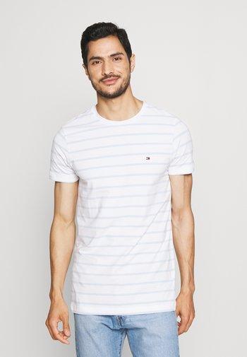 STRETCH SLIM FIT TEE - T-shirt - bas - white/breezy blue
