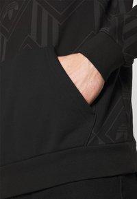 adidas Originals - MONO - Mikina skapucí - black - 5
