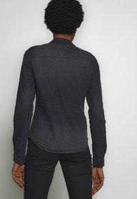 Noisy May - NMDILEM SLIM - Skjorte - black denim - 2