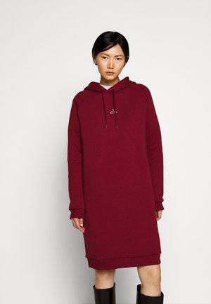 HANG WIDE - Denní šaty - bordeaux