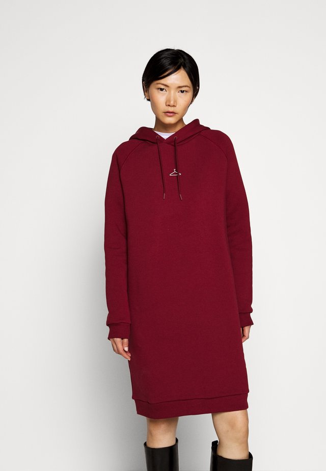 HANG WIDE - Day dress - bordeaux