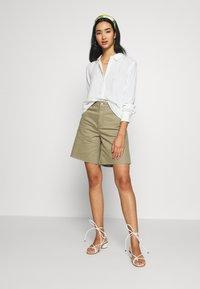 Dr.Denim - MEJA - Shorts di jeans - green agate - 1