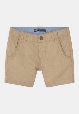 SMALL BOYS  - Shorts - humus