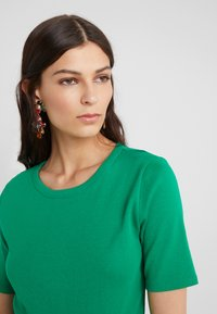 J.CREW - CREWNECK ELBOW SLEEVE - Basic T-shirt - sea moss - 4