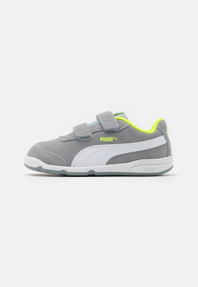 STEPFLEEX 2 UNISEX - Sports shoes - quarry/white/yellow alert