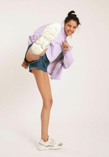 MOM - Denim shorts - denimblau