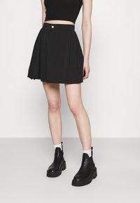Missguided - PLEATED SIDE POCKET DETAIL SKIRT - Mini skirt - black - 0