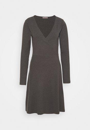 Robe pull - mottled dark grey