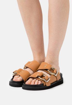 FIDJI - Sandaler - camel