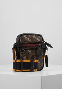 Coach - DYLAN 10 IN HORSE AND CARRIAGE - Sac bandoulière - black/brown - 0