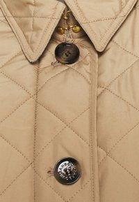 Barbour - BARBOUR FORTH QUILT - Lehká bunda - hessian/hessian tartan - 2
