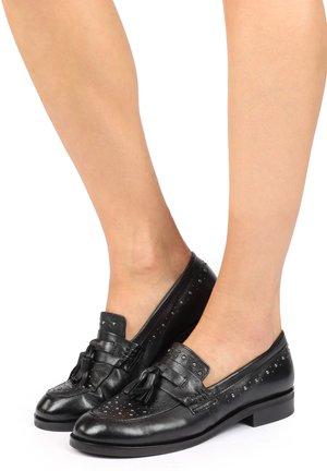 Įmautiniai batai - nero