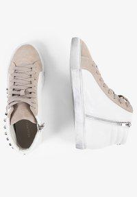 Scalpers - STUDS  - Sneakersy niskie - off white/beige - 3