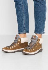 Sorel - OUT N ABOUT PLUS CONQUES - Ankle boots - elk - 0