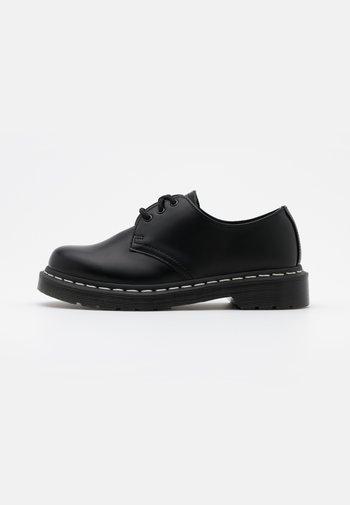 1461 - Nauhakengät - black smooth