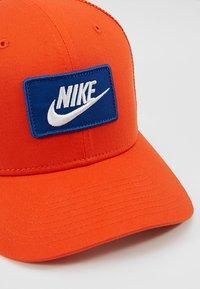 Nike Sportswear - TRUCKER - Cap - team orange - 6