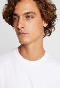 Vans - ELEVATED TIE DYE - Långärmad tröja - white - 3