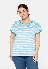 Sheego - Print T-shirt - weiß bedruckt - 0
