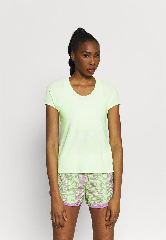 ICON CLASH MILER  - T-shirt z nadrukiem - lime glow/clear
