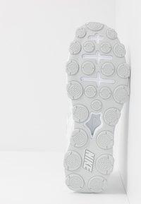 Nike Performance - REAX 8 TR - Zapatillas de entrenamiento - white/pure platinum - 4