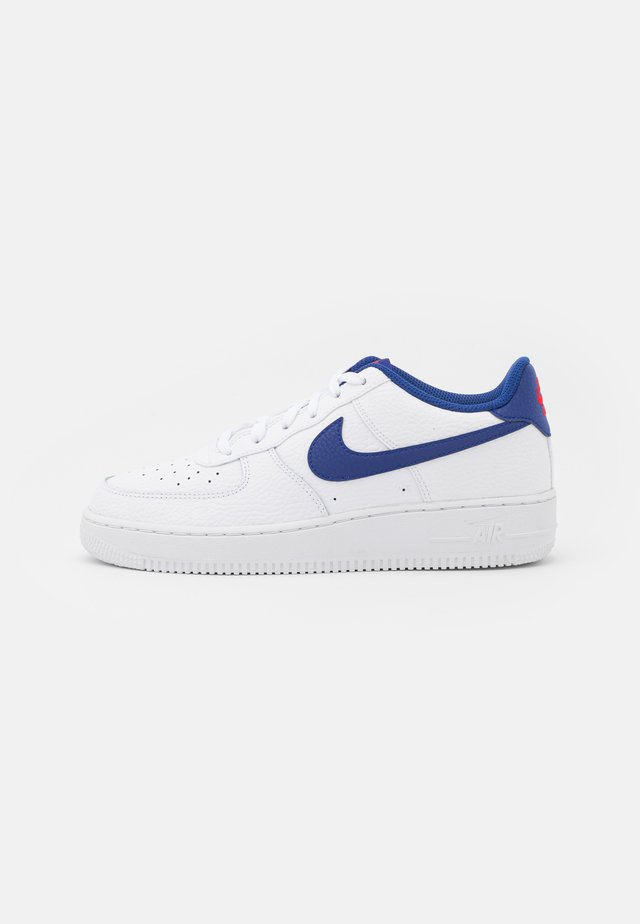 AIR FORCE 1 UNISEX - Matalavartiset tennarit - white/deep royal blue/university red