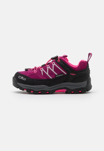 KIDS RIGEL LOW TREKKING SHOES WP - Hiking shoes - berry/pink fluo